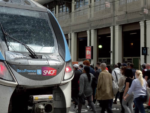 What is the role of mass transit in the Paris region given the health crisis?